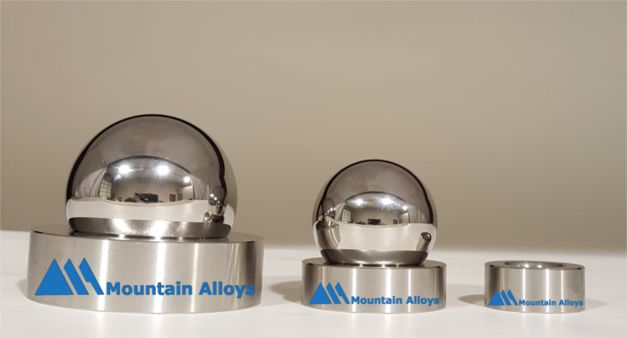3 alloy balls with logo scaled